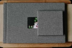 Полиграфическая книга обложка фактурная серая ткань